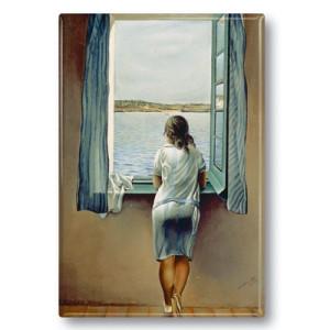 Kühlschrankmagnet: Junges Mädchen, am Fenster stehend